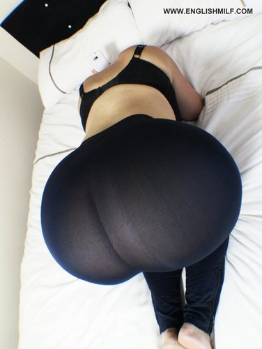 Big ass milf in tights