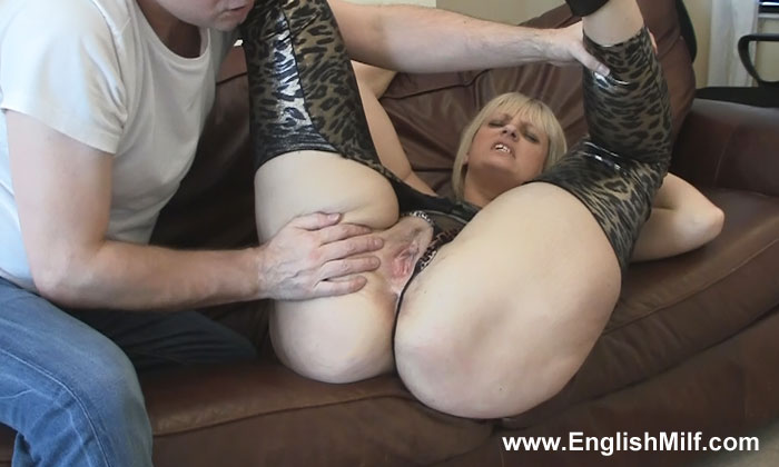 2 british milfs fuck a double dildo and lick each other clea 10