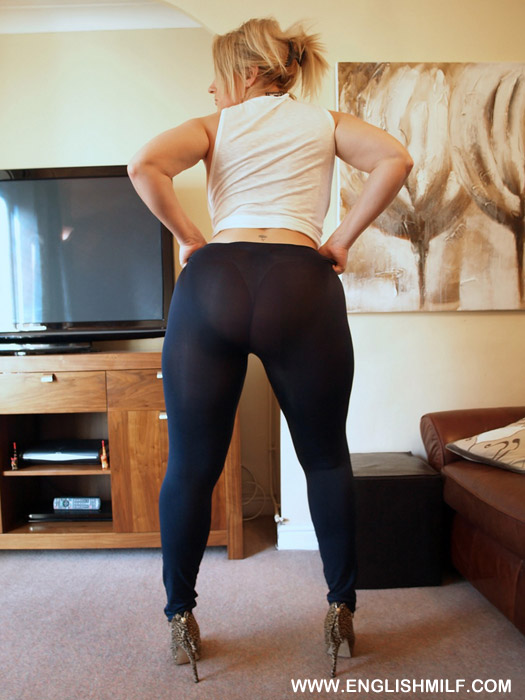 Mature ass in tights