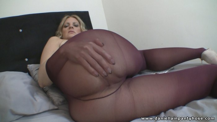 Spread pantyhose asses